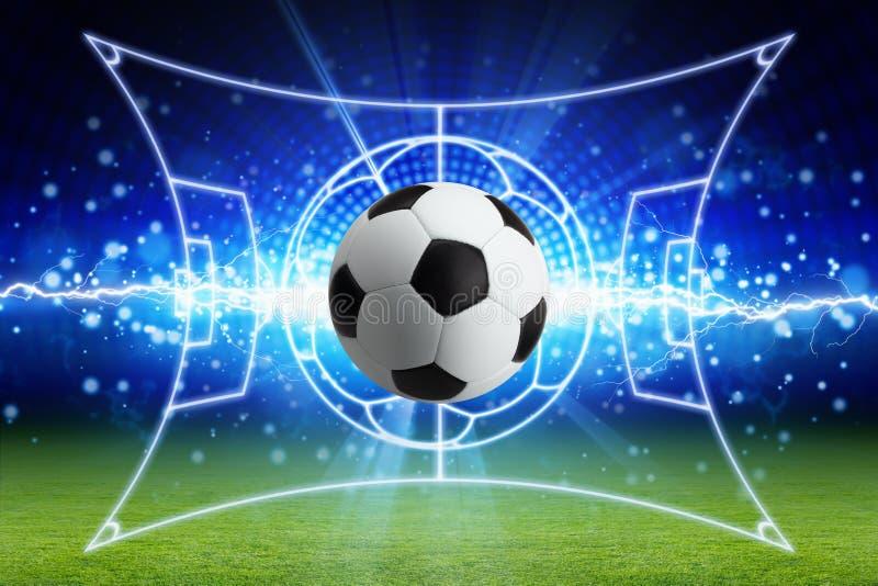 Voetbalbal, heldere blauwe bliksem, groen voetbalgebied met La stock illustratie
