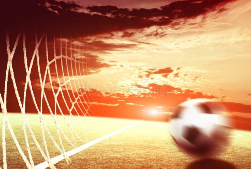 Voetbalgebied en de verstralers stock foto