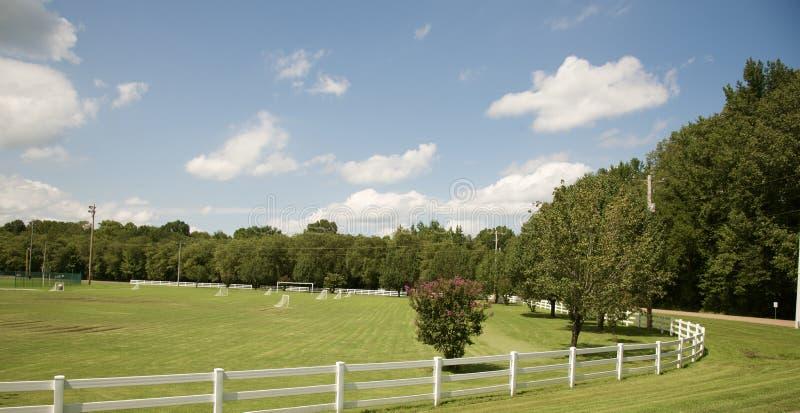 Voetbalgebied in het Platteland stock fotografie