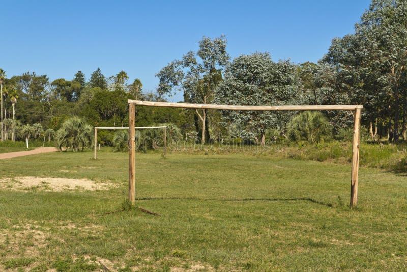 Voetbalgebied met houten doelstellingen amateur royalty-vrije stock afbeelding
