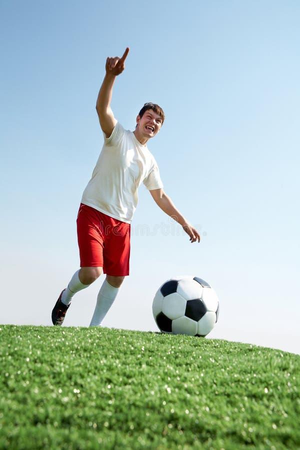 Voetballer tijdens spel stock fotografie