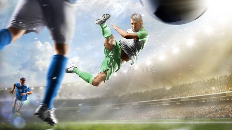 Voetballers in actie betreffende het van het dag grote stadion panorama als achtergrond royalty-vrije stock fotografie