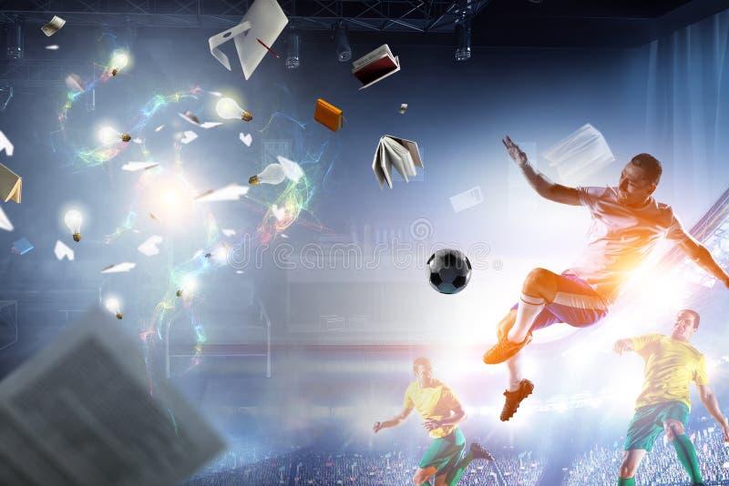 Voetballers op stadion in actie Gemengde media royalty-vrije stock foto's