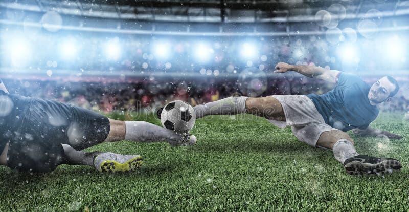 Voetbalsc?ne met concurrerende voetbalsters bij het stadion royalty-vrije stock foto
