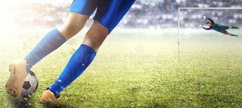 Voetbalstermens die de bal in de sanctiedoos en de Aziatische keeper schoppen die de bal proberen te vangen royalty-vrije stock afbeeldingen