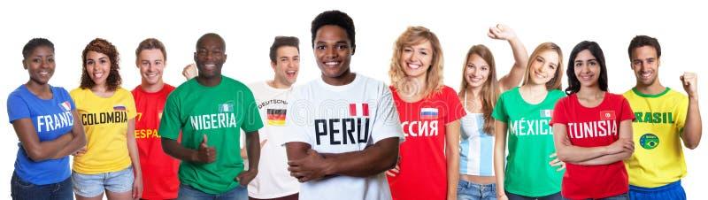 Voetbalventilator van Peru met ventilators van andere landen royalty-vrije stock afbeeldingen