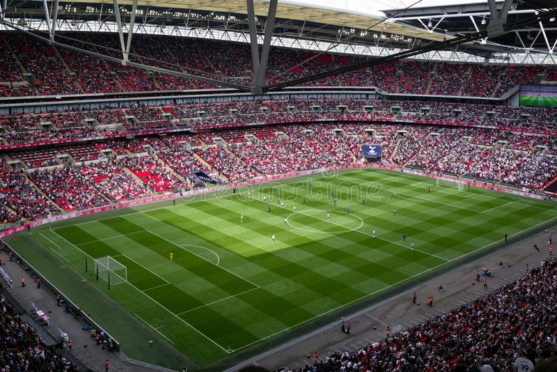Voetbalwedstrijd bij Wembley-stadion, Londen stock foto