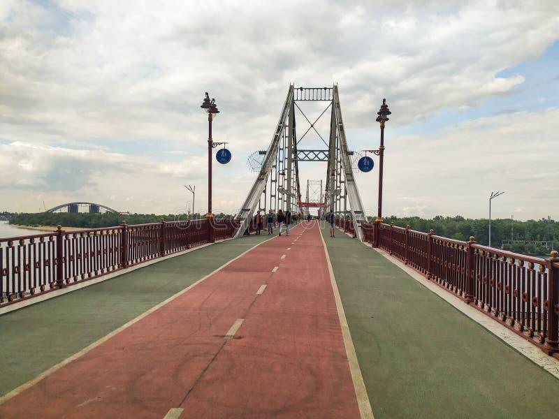 Voetbrug   Kyiv, de Oekraïne royalty-vrije stock afbeelding