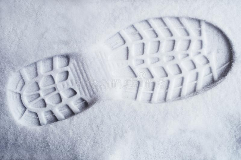 Voetdruk in verse sneeuw stock foto's