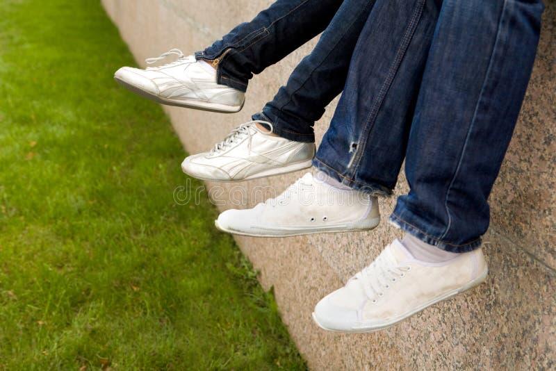 Voeten in sportshoes stock foto's