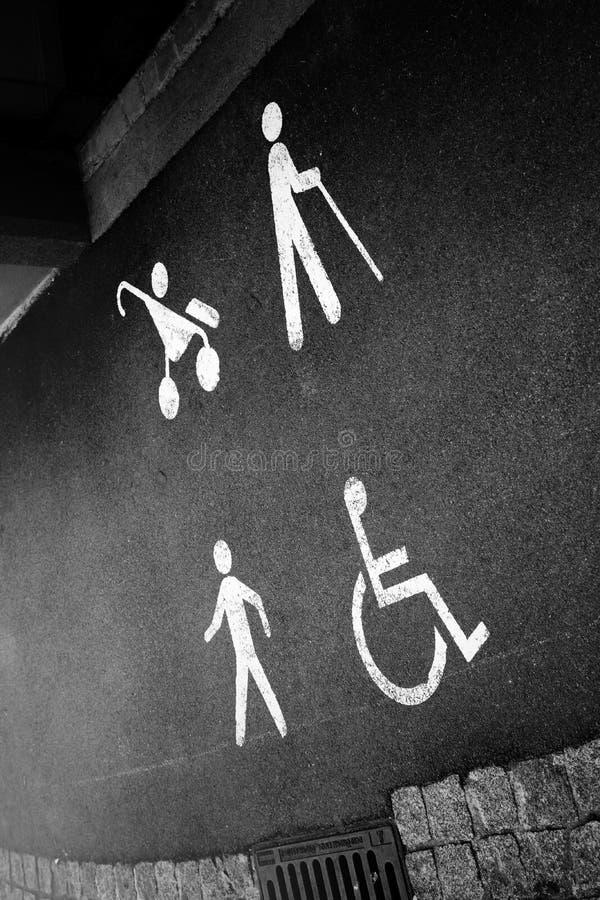 Voetganger, bejaarden, kinderwagen, rolstoelsymbool op gang royalty-vrije stock afbeelding
