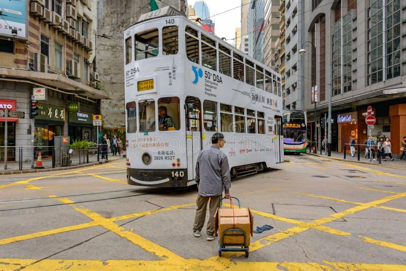 Voetganger en kabelwagen bij de kruispunten in Hong Kong Street royalty-vrije stock foto