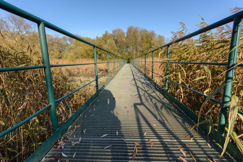 voetgangersbrug stock fotografie