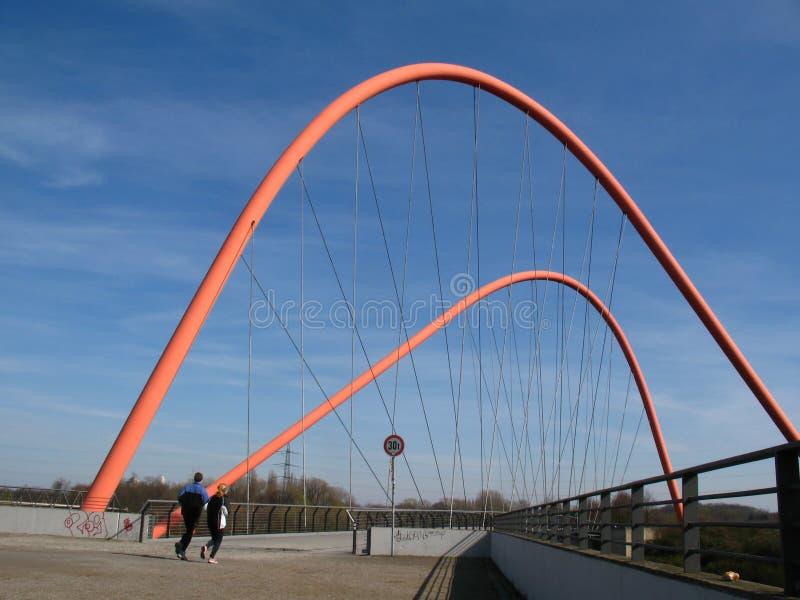 Voetgangersbrug in een park royalty-vrije stock foto's
