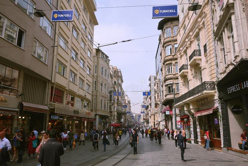 Voettoeristenstraat Istiklal De Istiklalstraat is de populairste bestemming in Beyoglu, Taksim, Ista royalty-vrije stock foto's