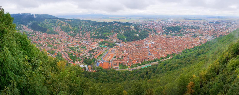 Vogel-Auge Panorama des Brasov Stadtzentrums stockbild