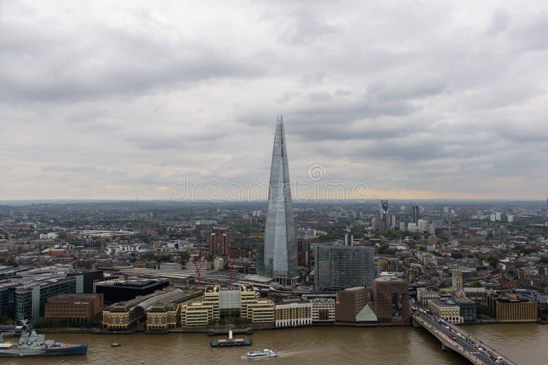 Vogelansicht von London mit Scherbe in der Mitte stockbilder