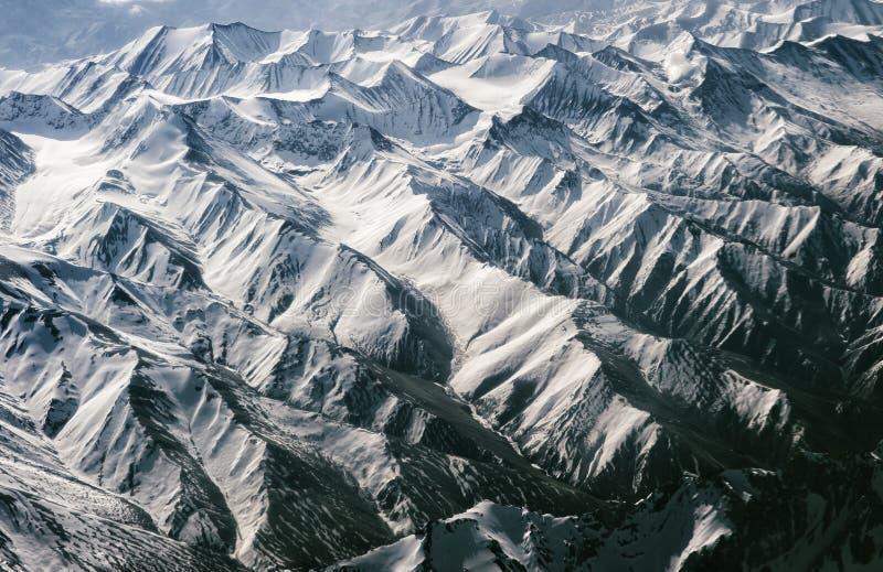 Vogelauge ` s Ansicht von Himalaja-Berg lizenzfreie stockfotos