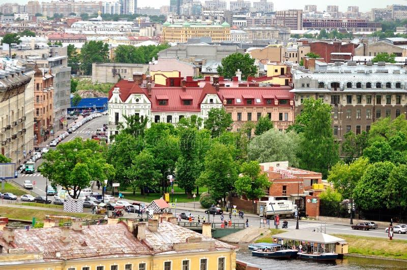Vogelperspectiefpanorama van de Vasilyevsky Island-gebouwen in Heilige Petersburg, Rusland royalty-vrije stock foto