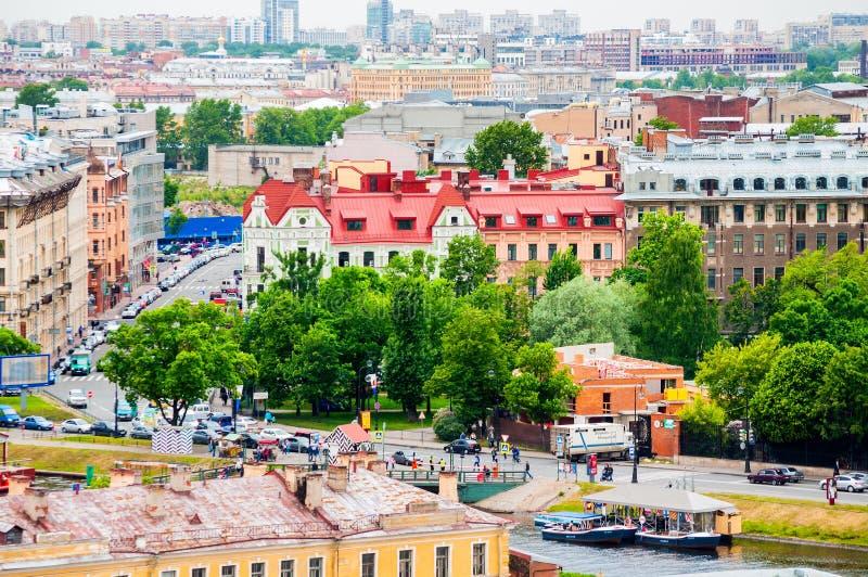 Vogelperspectiefpanorama van oude historische gebouwen van Vasilyevsky Island in St. Petersburg, Rusland royalty-vrije stock foto's