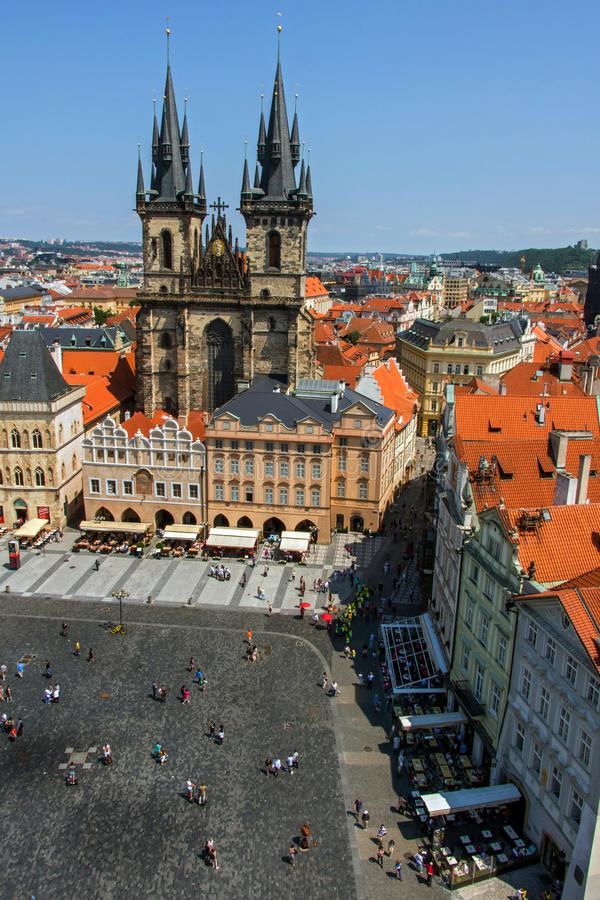 Vogelperspektive über altem Marktplatz, Prag stockfotos