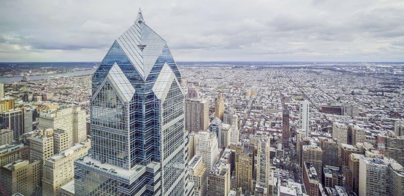 Vogelperspektive über der Stadt von Philadelphia mit zwei Liberty Tower - PHILADELPHIA - PENNSYLVANIA - 6. April 2017 lizenzfreie stockfotografie