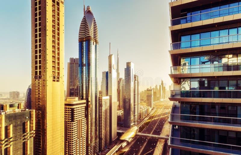 Vogelperspektive über im Stadtzentrum gelegenem Dubai, UAE Szenische Skyline stockbilder