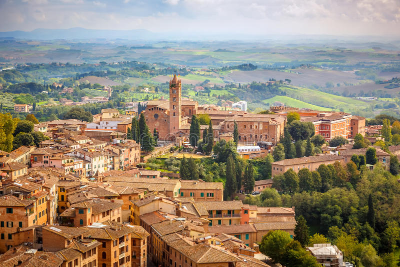 Download Vogelperspektive über Stadt Von Siena Stockfoto - Bild von belichtet, aerial: 36052908