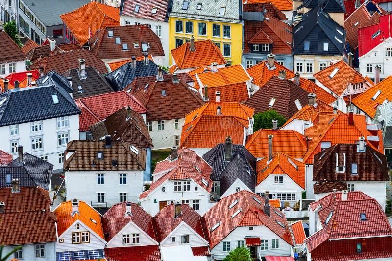 Vogelperspektive Bergens, Norwegen mit bunten Häusern stockfotos