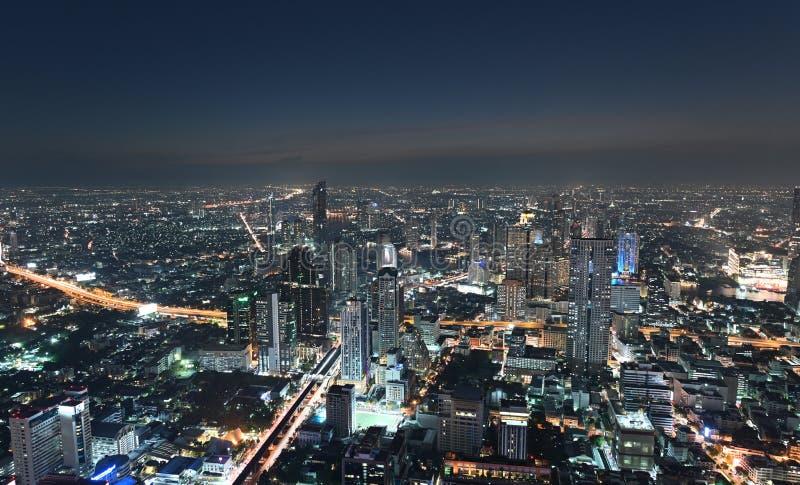 Vogelperspektive der Ansicht von Bangkok-Stadtbild nachts stockfoto