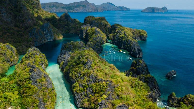 Vogelperspektive der großen Lagune und der kleinen Lagune in EL Nido, Palawan, die Philippinen stockfotografie
