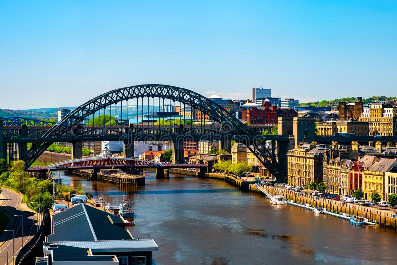 Vogelperspektive der hochrangigen Br?cke in Newcastle nach Tyne, Gro?britannien lizenzfreies stockbild