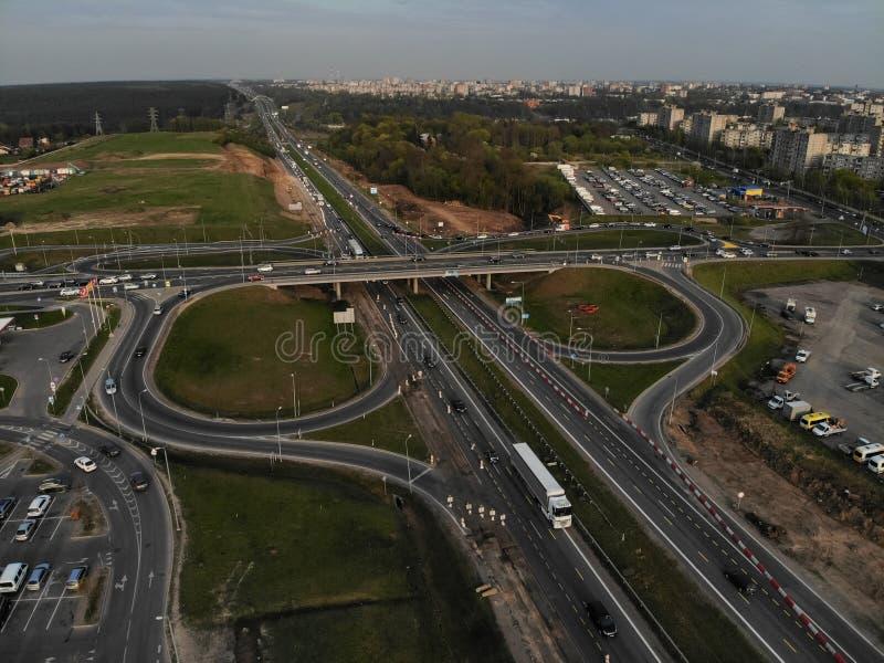 Vogelperspektive der Landstraße A1 in Silainiai, Kaunas, Litauen stockfotografie