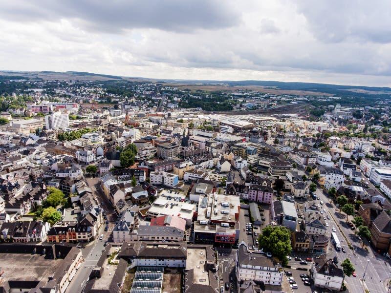 Vogelperspektive der niederländischen Stadt mit orange historischen builidings lizenzfreie stockfotos