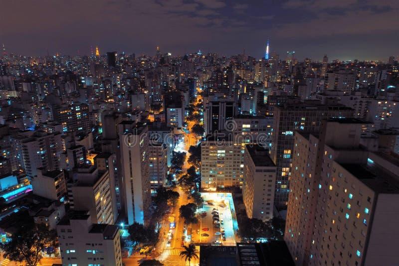 Vogelperspektive der Stadt nachts, São Paulo, Brasilien lizenzfreie stockfotos