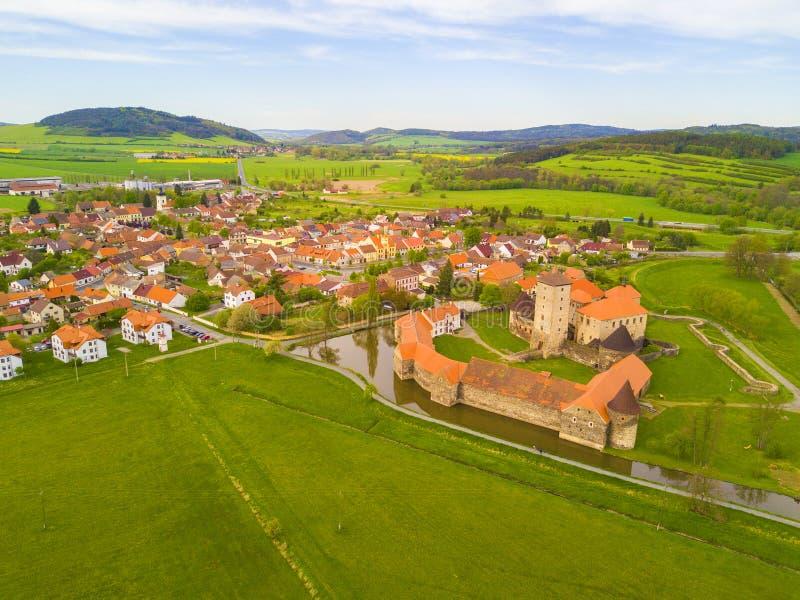Vogelperspektive der Stadt Svihov mit Schloss lizenzfreies stockfoto