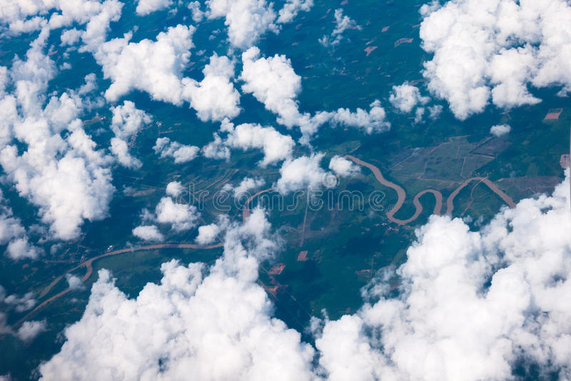 Vogelperspektive der Stadt und der Wolke lizenzfreie stockfotografie