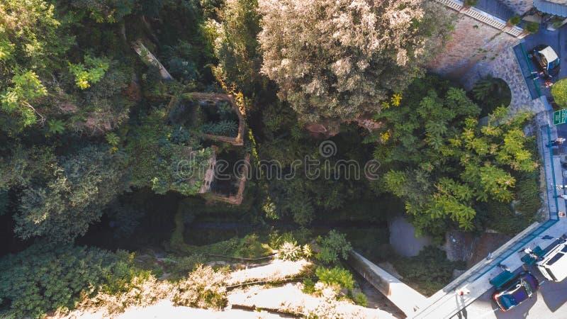 Vogelperspektive der verlassenen alten M?hle in der Schlucht Sorrent-Stadt, Italien, Stra?e der Gebirgsalten Stadt, Tourismuskonz lizenzfreie stockfotos