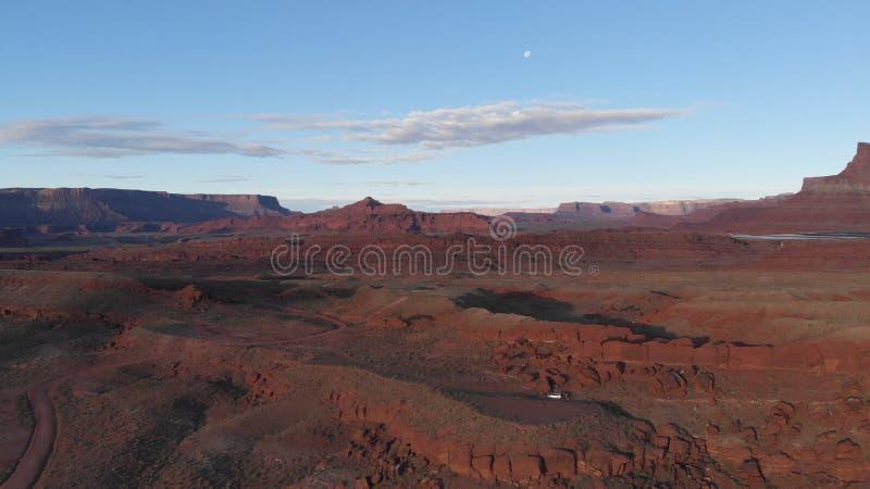 Vogelperspektive der Wüste, der Colorado in Utah Szenische Natur nahe dem Nationalpark Canyonlands, Moab Sonniger Morgen, Sonnena lizenzfreie stockfotos
