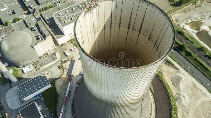 Vogelperspektive des außer Dienst gestellten Atomkraftwerks Muelheim lizenzfreie stockfotos