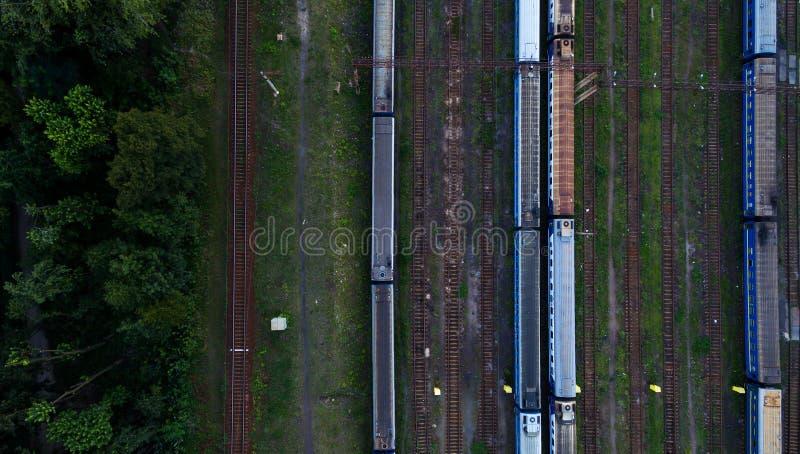Vogelperspektive des Bahnhofs stockbilder