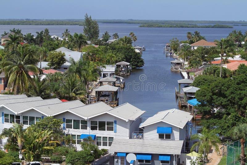 Vogelperspektive des Fort-Myers Beach-Rückseitenbuchtbereichs lizenzfreie stockfotos