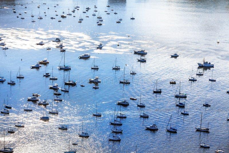 Vogelperspektive des Hafens voll der Segelboote in Rio de Janeiro, B stockbilder