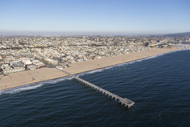 Vogelperspektive des Hermosa-Strand-Piers in Süd-Kalifornien lizenzfreie stockfotografie