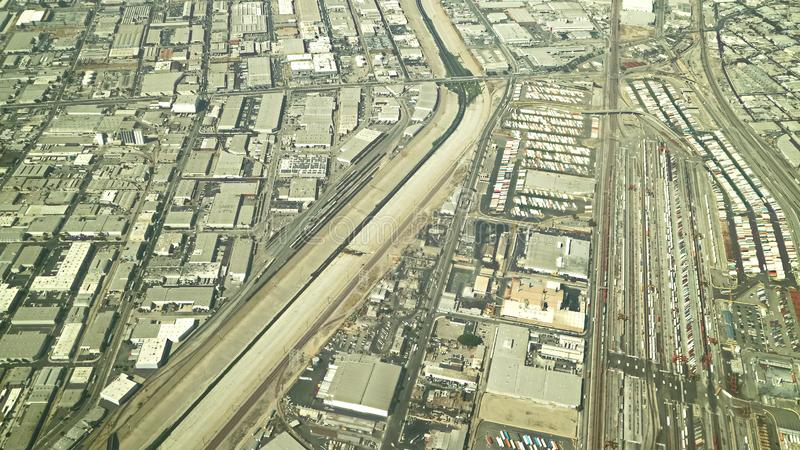 Vogelperspektive des Los Angeles-Flusses lizenzfreie stockfotografie