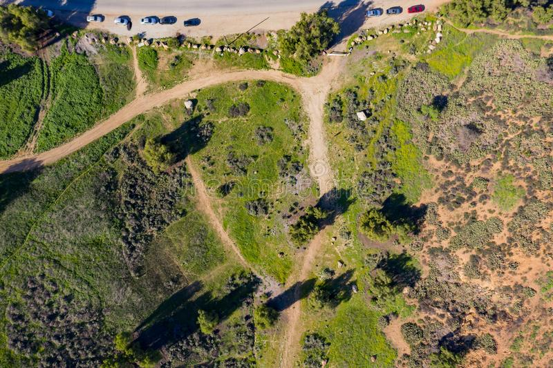 Vogelperspektive des schönen ländlichen Berges bei Pomona stockfotos