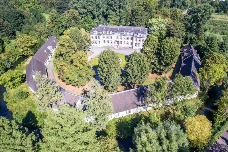 Vogelperspektive des Schlosses Morsbroich in Leverkusen lizenzfreie stockbilder