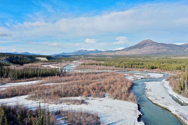 Vogelperspektive des Schlucht-Nebenflusses im Yukon lizenzfreie stockfotos