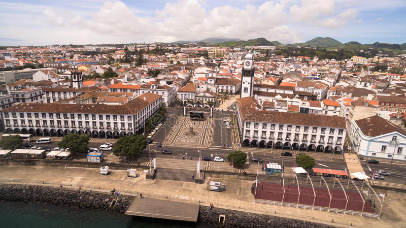 Vogelperspektive des Stadtzentrums und des Praca DA Republica in Ponta Delgada, Azoren, Portugal lizenzfreie stockfotografie