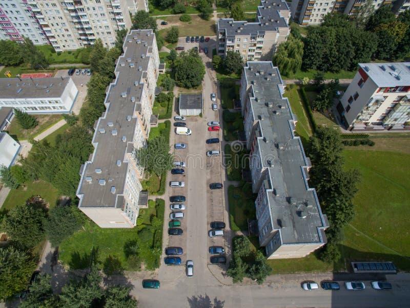 Vogelperspektive des Standardwohnungsparkens in Kaunas stockbilder